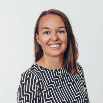 Profilbild av projektet ECOnnects koordinator Emma, som ler.